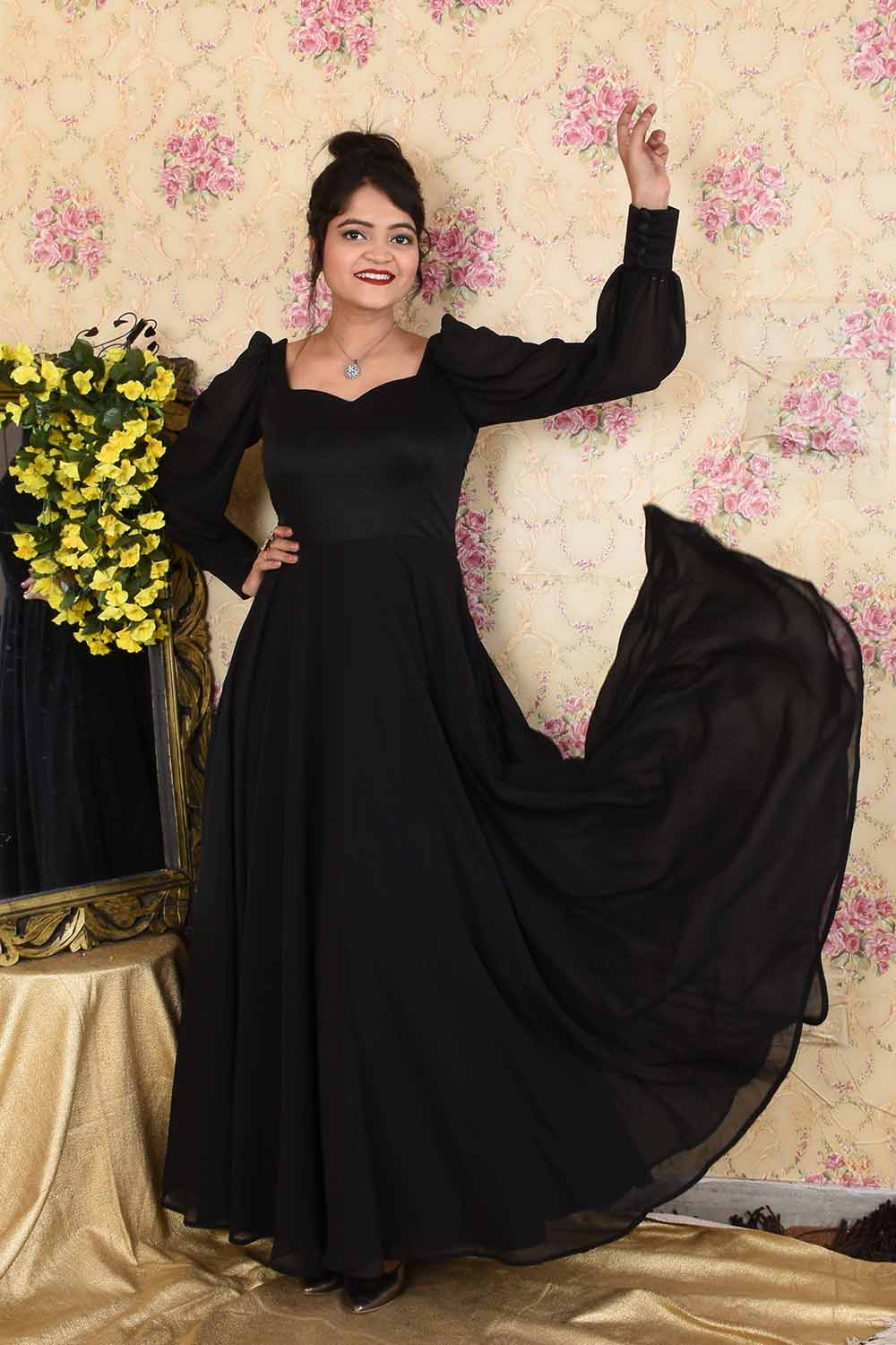 Black Balloon Sleeves Gown